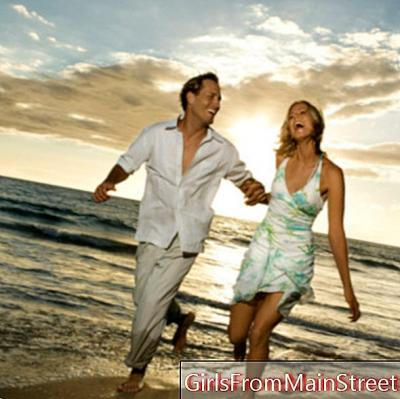 Holiday love or more: It's love at the beach ...