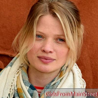Beauty look of the day: Mélanie Thierry without makeup at Roland Garros