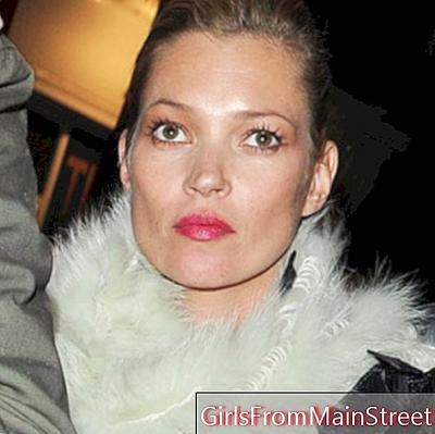 Kate Moss: a stylish top beauty look in the evening in London
