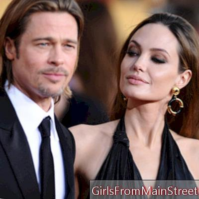 Angelina Jolie kijkt naar Brad Pitt tijdens de Sag Awards