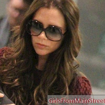 Victoria Beckham, seu rosto suavizado por sua suave escovação