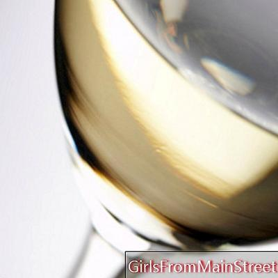 Corton-Charlemagne, bílé víno Burgundska.