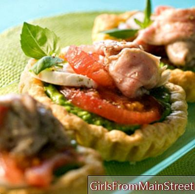 Veal puff pastry with tomato and mozzarella
