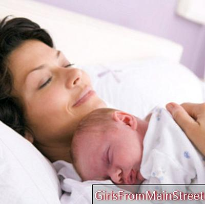 Co-sleeping: for or against sleeping with baby?