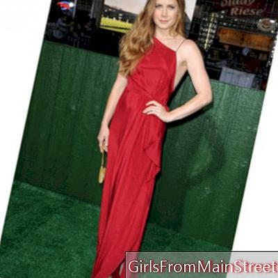 Amy Adams, resplendent in a total red look