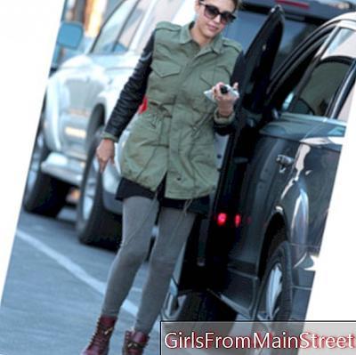 Jessica Alba, a lookahed mom in the streets of LA