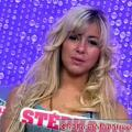 Secret Story 4: Stephanie się rozluźnia (włosy)